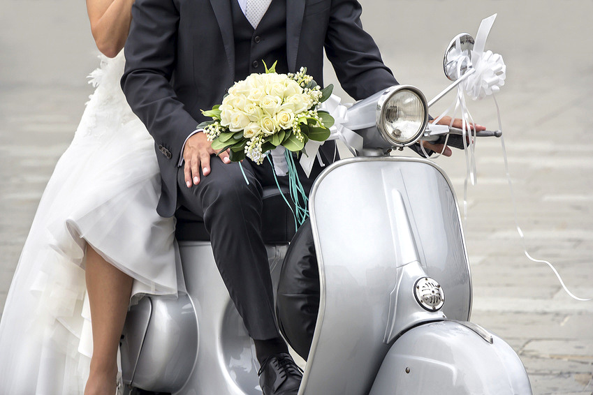 Photo originale mariage scooter
